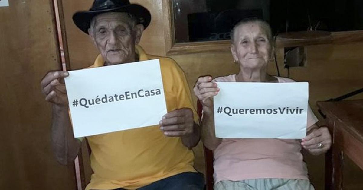 """""""Queremos vivir"""": dos abuelitos piden a la gente que se quede en su casa"""