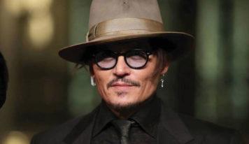 Reaparece Johnny Depp más sano y guapo que nunca tocando una canción