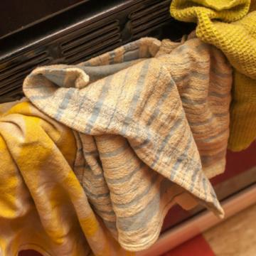Olvídate de las manchas en los trapos de cocina con unos sencillos pasos