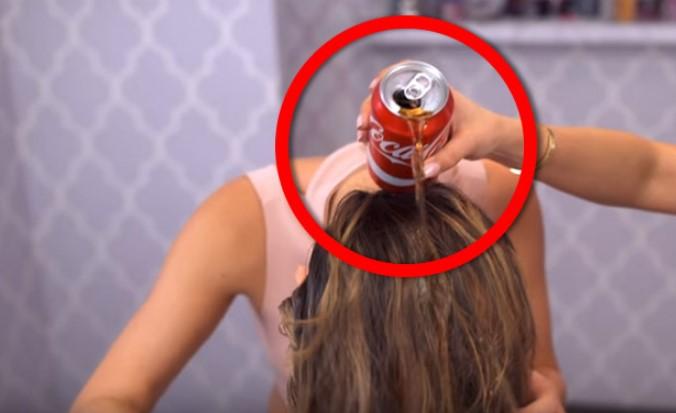 Lavó su cabello con Coca-Cola y lo que pasó con su peinado fue estremecedor