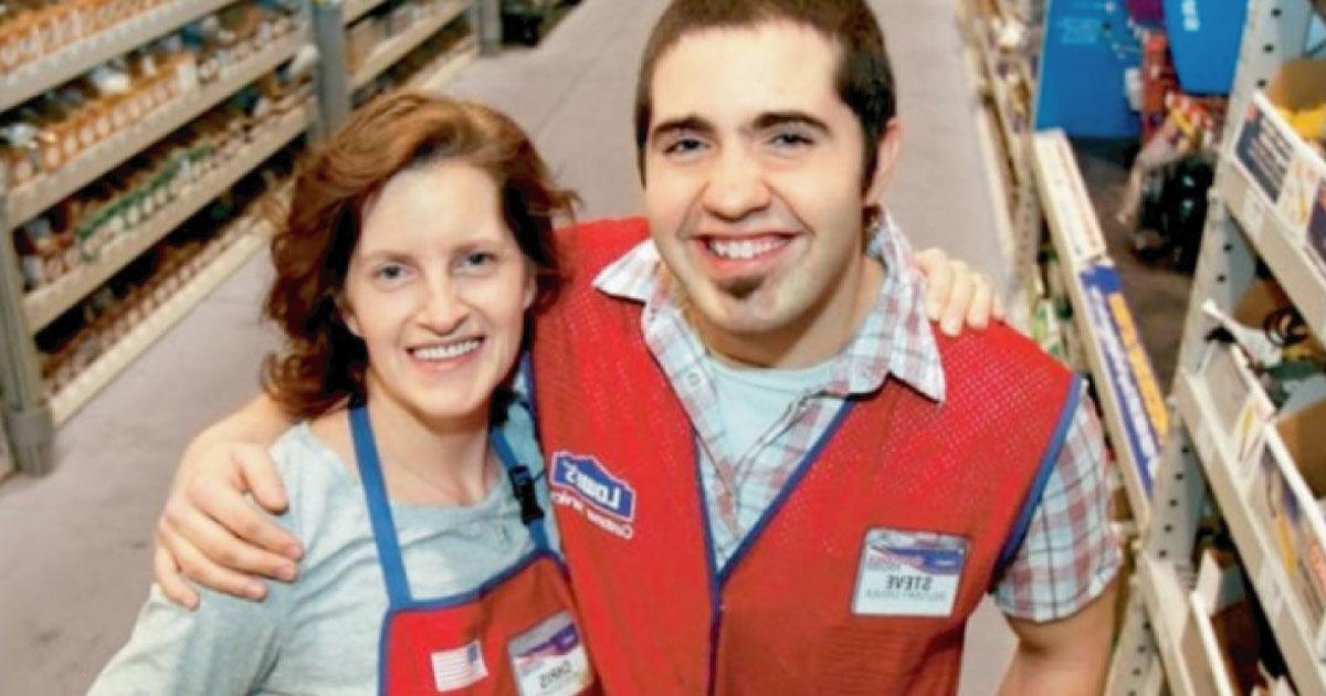 Chico adoptado descubre 22 años más tarde que su madre es su compañera de trabajo
