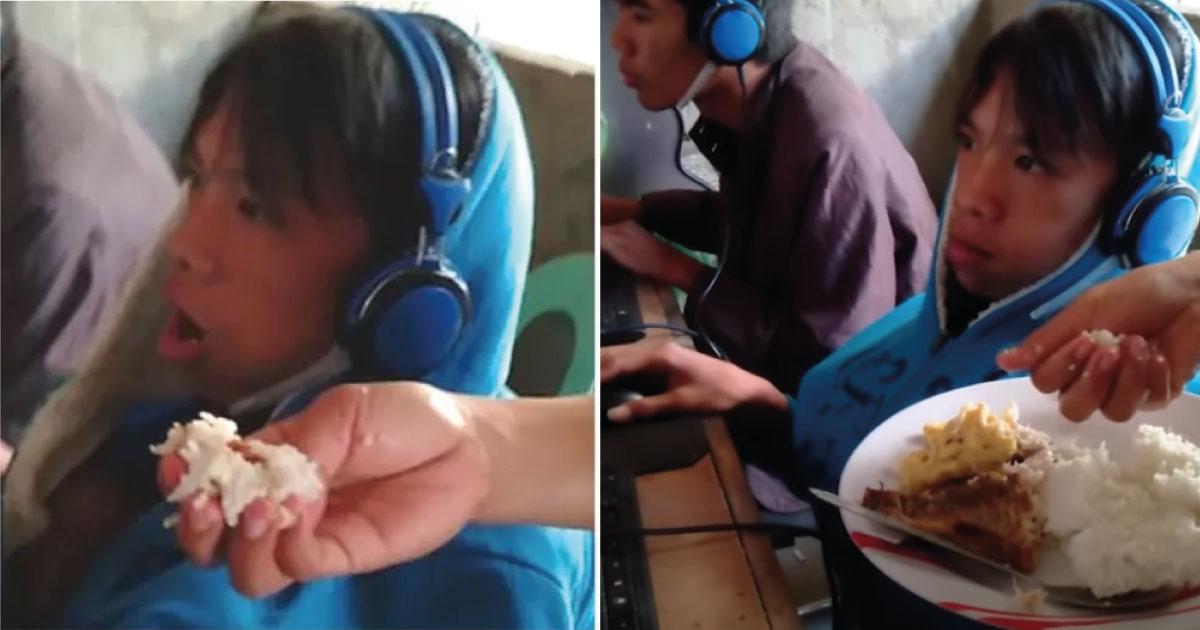 Madre le da de comer en la boca a su hijo de 13 años mientras juega videojuegos