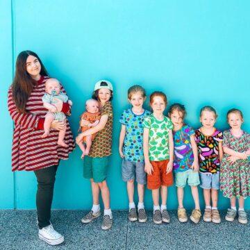 Madre de 8 niños cuenta su rutina nocturna a través de Youtube, asegurando que comienza a las 4:30 de la tarde