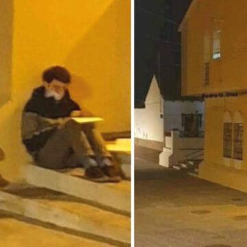 Trabaja como repartidor y estudia bajo la luz de un faro. Empresa le regala una beca