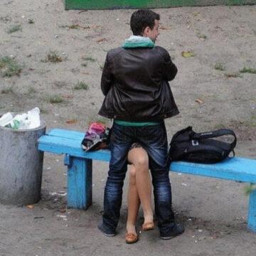 Fotógrafo documentó por 4 años todo lo que sucede en la banca de un parque.